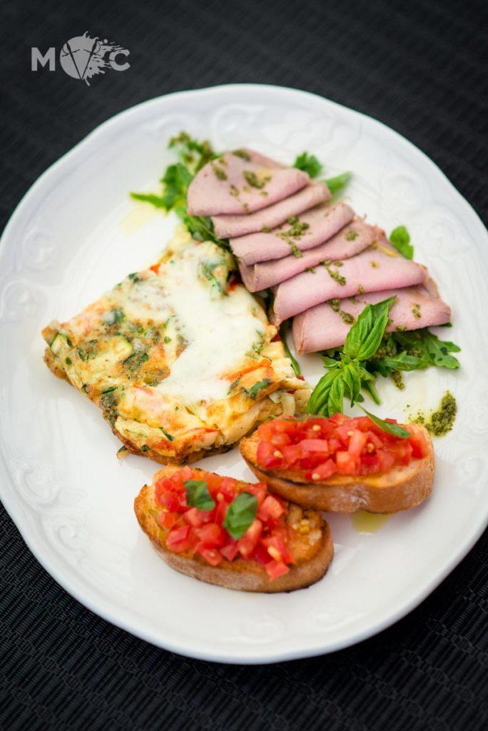 Традиционный итальянский завтрак в ресторане Монтекки Капулетти_01