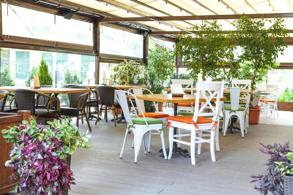 Летнаяя терраса в ресторане Монтекки Капулетти_11